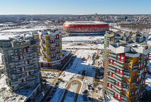 Жилые комплексы и строящийся стадион «Мордовия Арена» в Саранске